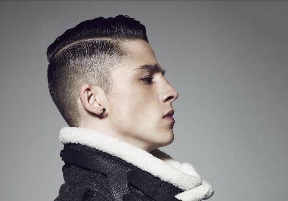 cheveux courts homme raie nette