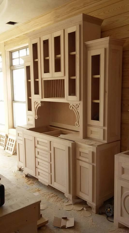 Jason Rushing (according to daily craftsman) Good design ideas for my own pantry cabinet.