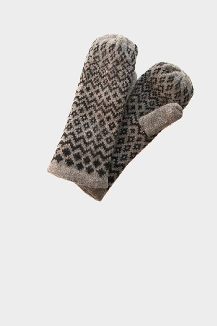 Two Danes Lua Luffer grå med sort mønster. Kan købes i Templet til 180 kr.