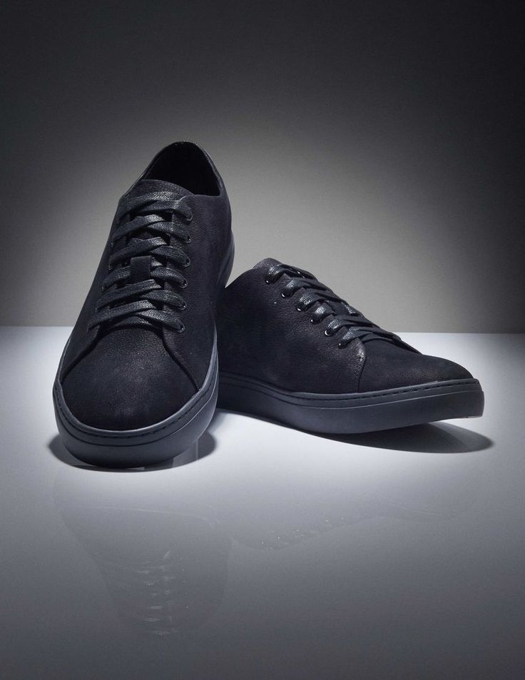 Yngve sneakers-Men's casual sneaker shoe in nubuck. Full leather interior. Waxed rounded cotton laces. Rubber outsole.