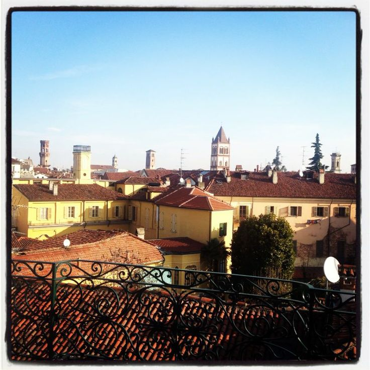 La prima cosa che faccio al mattino! Vado sul terrazzo e mi godo un minuto di sole...mi cambia la giornata!! :-)