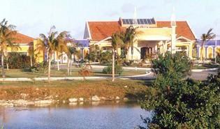 Hotel Sol Cayo Guillermo: Sugerentes propuestas para bodas, lunas de miel o disfrute en familia. Operaciones con los clubes Camaleón y Transat contribuyen al éxito y proporcionan mucha energía positiva en el hacer diario y en la interacción con los turistas, provenientes de Canadá, Inglaterra, Argentina y Alemania, fundamentalmente.