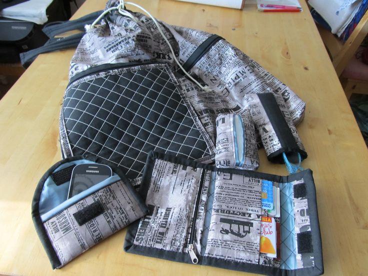 rozkládací taška s peněženkou,obal na kapesníčky,pouzdro na brýle a obal na mobil