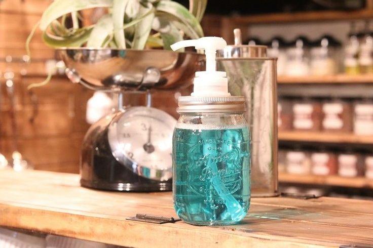 たった200円。これは絶対作るべき!!セリアのガラス瓶で、メイソンディスペンサーをDIY。|LIMIA (リミア)