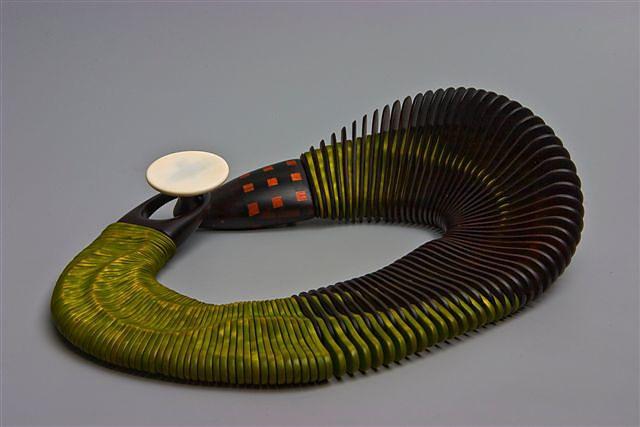 Liv Blåvarp Skyggen av en fuglBeiset lønn,palisander,ibenholt og kamelbein, diam. 30 cm