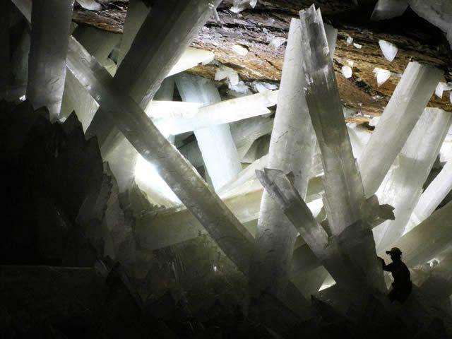 Cuevas de Naica, México  Las cuevas de cristal de Naica, en México, fueron descubiertas en el año 2000. Creen que los inmensos cristales se formaron durante alrededor de 500,000 años, debido a las condiciones únicas de la cueva