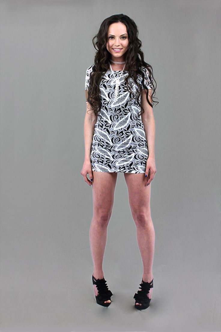 Black and white printed body con t dress! Show off those legs! mishpish.com #bodycondress #bodycon #dress #blackandwhite #print #pattern #patterndress
