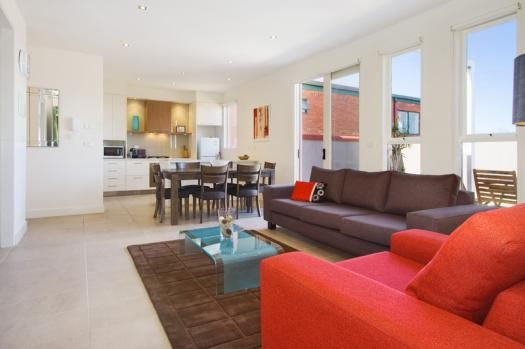 13/114a Westbury Close, East St Kilda, Melbourne. Ideally situated near public transport for getting around Melbourne, the apartment comprises of a modern equipped kitchen with open plan design into a stylish dining and lounge area incorporating contemporary furniture for a relaxed and luxury stay. Featured here is TV, Foxtel, DVD plus a mini stereo system. The penthouse accommodation also includes a rooftop garden to add to your enjoyment.