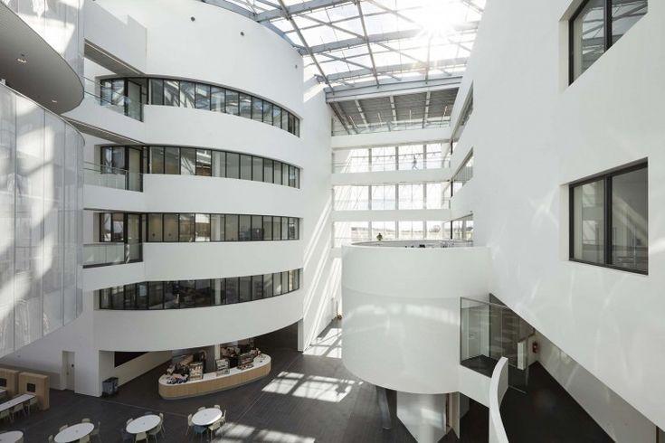 Kordekor   Innoverende interieurs    Barco Belgium #atrium #kortrijk #space #open #light #acoustics #stretchwall #white