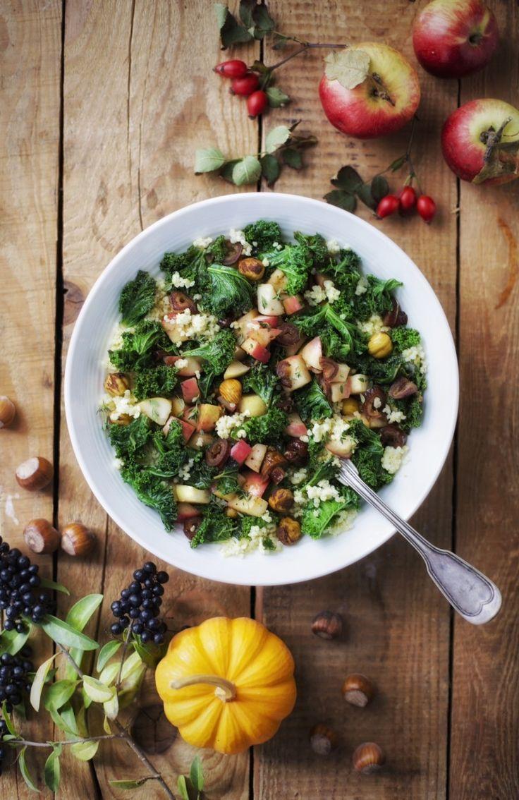 Kasza jaglana z jarmużem, jabłkiem, daktylami i orzechem laskowym | gotuj zdrowo!