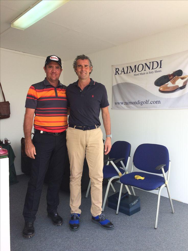 Il testimonial Raimondi Scott Hend nello stand ed in alcune fasi di gioco della pro Am di ieri , indossa il modello LRP01 total Black  Omega Dubai Desert Classic 2017  #raimondi #raimondigolfshoes⛳️🏌🏌️♀️👞 #golfshoes #desertclassic #madeinitaly #handmadeinitaly #originali #golf #dubai #2017 #emiratesgolfclub #omegadubaidesertclassic #scotthend