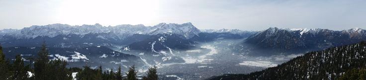 Von Wank - links gesamte Wettersteingebirge, recht Kramerspitze, Garmisch