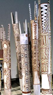 australian aboriginal totem poles | Malarra and Wolkpuy-Murrungun people  Didn't I say something about an alligator... - more likely a crocodile up north!