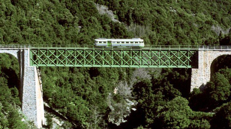 Quando viaggiare slow è un piacere: il Trenino Verde in Sardegna  Accanto alla rete classica e all'Alta Velocità, l'Italia offre una rete di ferrovie secondarie suggestive e affascinanti. Noi vi proponiamo un viaggio in una Sardegna poco conosciuta e per questo ancor più bella.