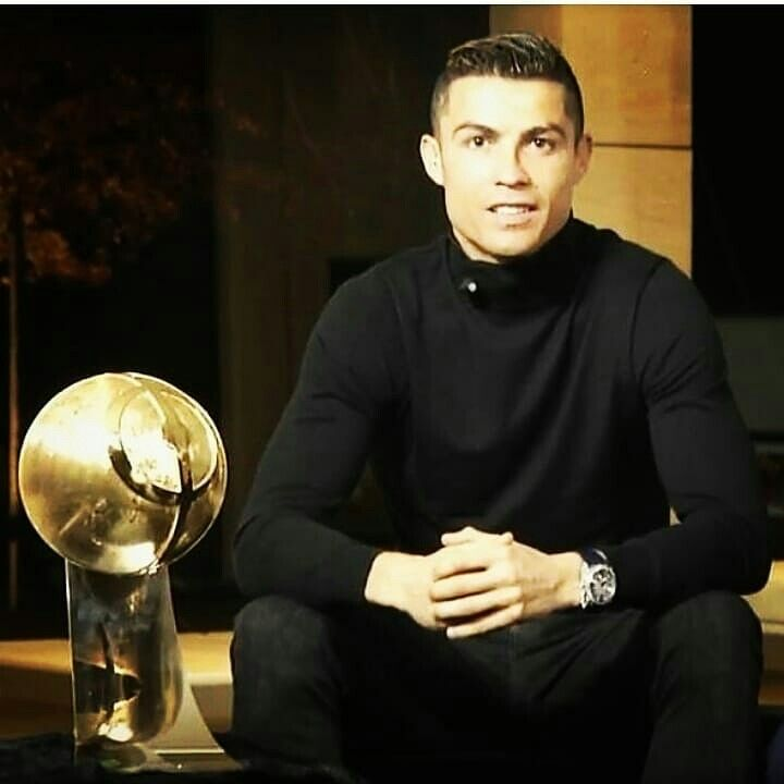 """❤Congrattzzz!! Cris received """"PLAYER Of The YEAR"""" Award at Globe Soccer 2k17❤....Cristiano: """"It's a special moment for me. Receiving this award makes me very happy. Thanks to my teammates and my club. It's been an incredible year, I've won many collective and individual trophies."""""""