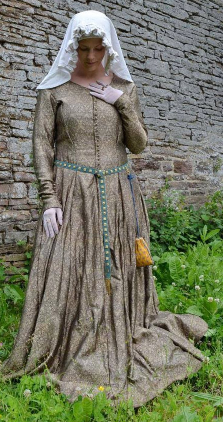 an examination of the history of medieval clothing The cambridge history of medieval english literature this is the þrst full-scale history of medieval english literature for nearly a century thirty-three distinguished contributors o×er a.