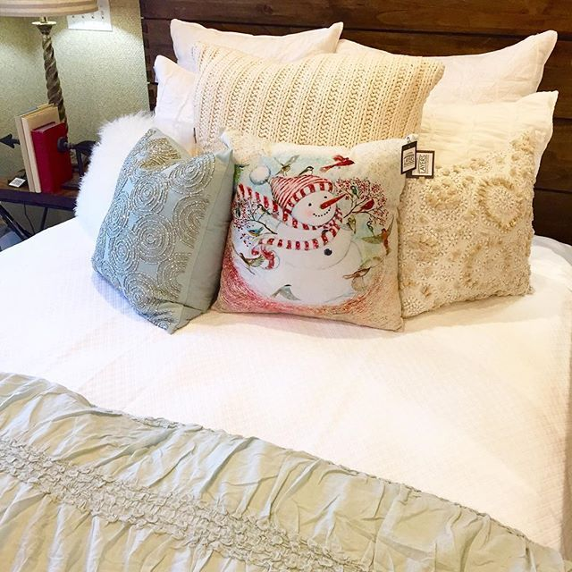 1000 images about neutral quilts duvets layers beautiful bedding on pinterest. Black Bedroom Furniture Sets. Home Design Ideas