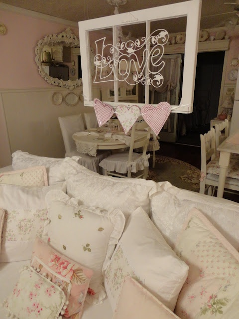 386 best my shabby living room ideas images on pinterest beautiful center table and decorations. Black Bedroom Furniture Sets. Home Design Ideas