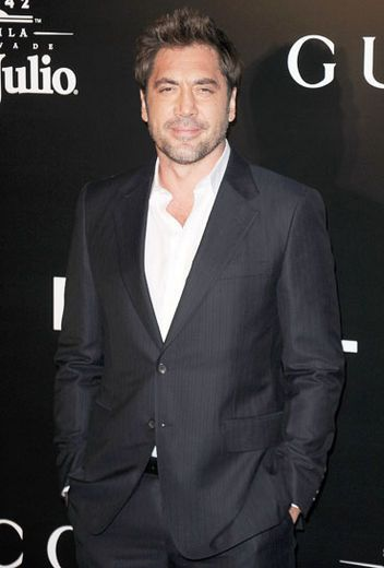 Javier Bardem looks good in a suit