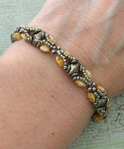 Linda's Crafty Inspirations: Christmas Bracelet #3 - Galadriel Bracelet