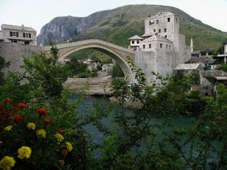 İki Ters Bir Yüz: Bosna Hersek