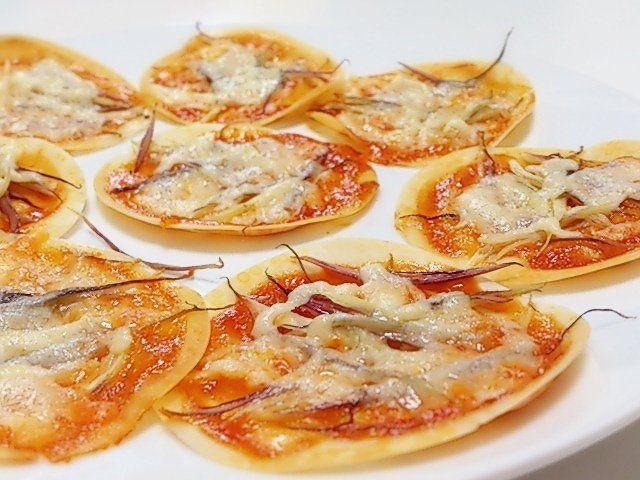 餃子の皮でミョウガのミニピザ