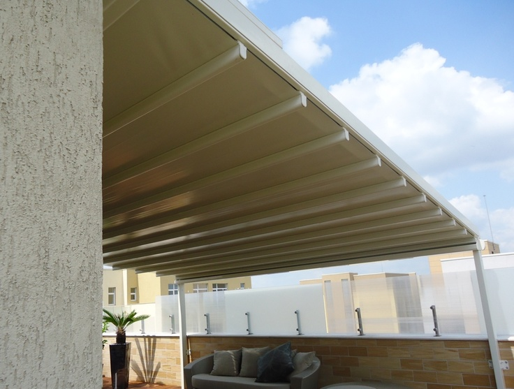 Pergole retractabile Unica 130 Gibus pentru penthouse. imagine pergola lateral.