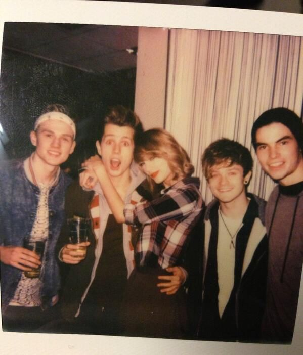 JAMES AND TAYLOR OMG THEY LOOK SO CUTE TOGETHER