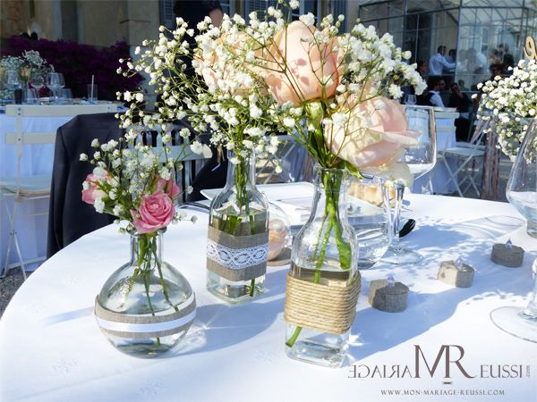 Composition de diff rents vases en verre avec bouteille d for Set de table verre