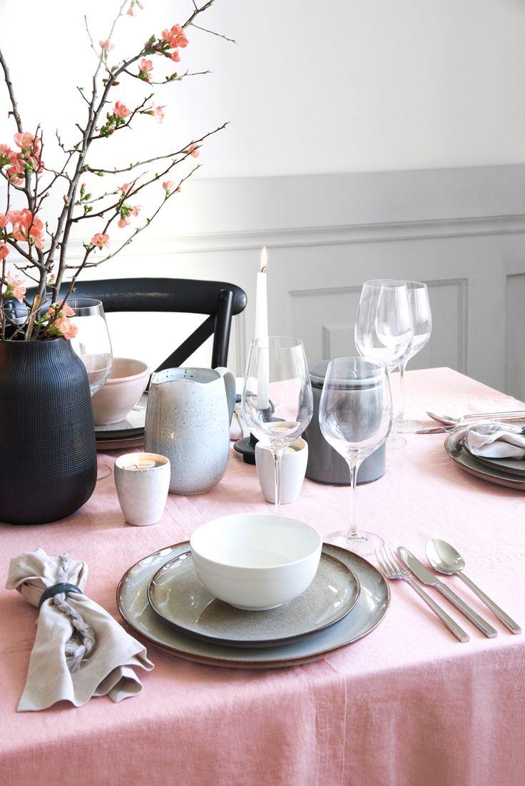 >>Spring Love<< Kombinieren SIe unterschiedliche Geschirrserien und -materialen miteinander. Das sorgt für spannende Akzente // Interior Design Wohn Idee Tisch Dekoration Geschirr Set Teller Schalen Weingläser Servietten Inspiration Tafel Einrichtung Tipps Look Essen