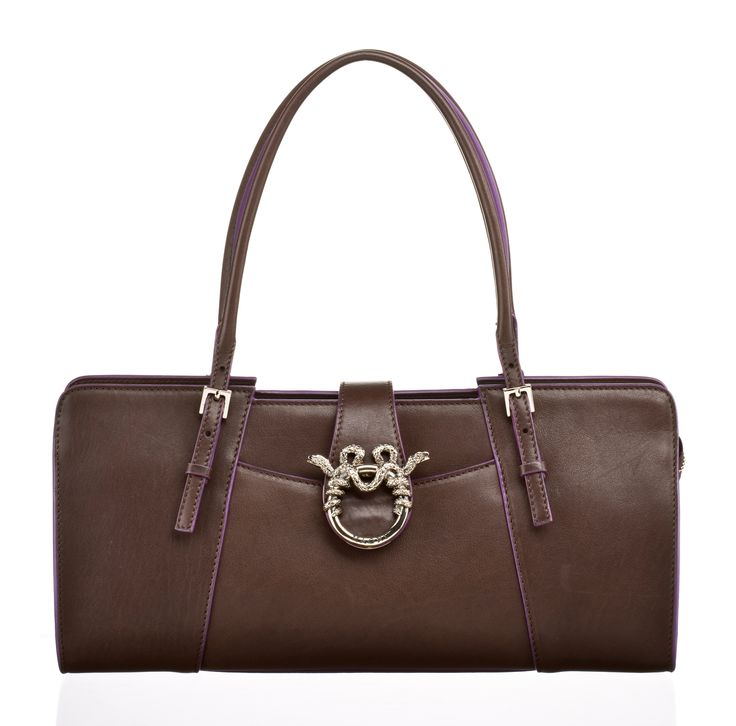 """MAGRÌ """"BAGUETTE"""" shown in Super Soft Calf leather with Aubergine lacquered edges  #magri_handbags #magri #craftedinflorence #italianstyle #TimelessElegance #Sophisticated #MadeInItaly #italianCraftmanship #ItalianGlamour #luxuryHandbags #Handbags #powerbags #magribag @magriofficial #gentlemanclub #etabetapr #magripress www.magri.com"""