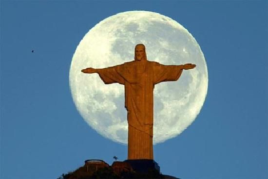 Christo Redentor and Moon