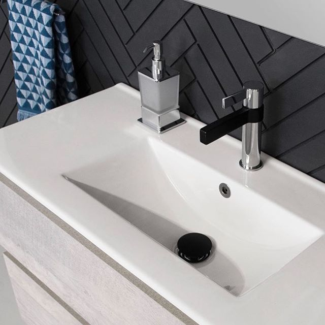 B L A C K & C H R O M E ✖ Matte Black paired with Chrome is one of our absolute favourite colour combinations. Featured is the Martini Basin Mixer, Matte Black Universal Plug & waste and Chrome Soho Soap Dispenser. #jamiejtapware