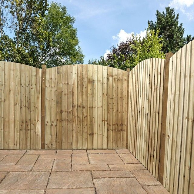 Fencing Panels at low prices, along with multiple options to customise your fence to how you've always visioned it. Professional 6ft High Vertical Feather Edge Domed Top fencing which is Pressure Treated for a longer life. Free UK Delivery to Most areas* 15 Year anti-rot Guarantee Superb Value for Money All Panels Completely Pre-Assembled FSC Timber PRESSURE TREATED for longer life