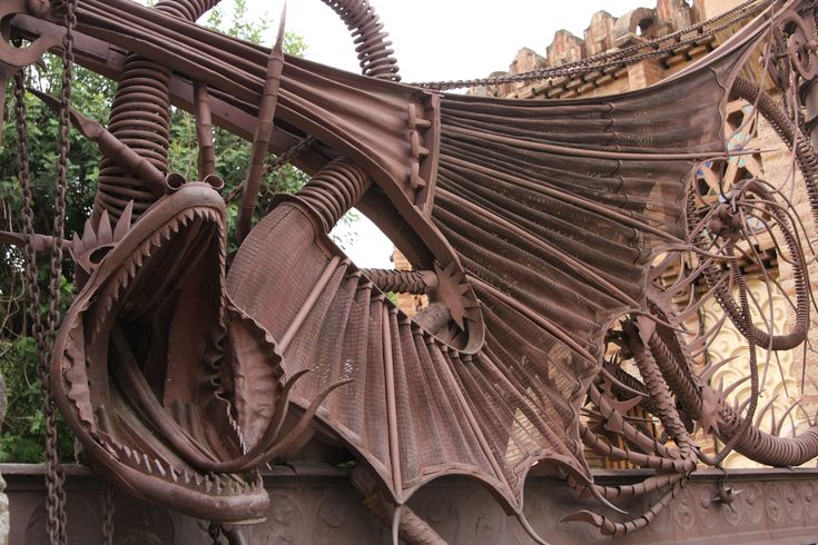 What to visit in Barcelona? The Güell Pavilions by Gaudi!