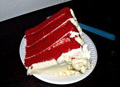 La red velvet bimby e' insieme alla torta arcobaleno e alle torte rivestite con la pasta di zucchero uno dei dolci piu' famosi in america. E' di colore rosso vivo e viene usato per crearla sia uno stampo grande unico oppure come variazione anche gli stampi dei muffin per creare tante piccole