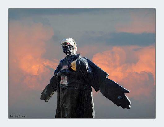 #Professor - #University #Stuttgart  #basejump #Wingsuit #skydiving #parachuting #Weisheit #Buch #Himmel #Skulptur #sculpture #artwork #clouds #atmosphere #artwork #wingman #Lilienthal #Vaihingen #Pfaffenwald #hero - Google+ Ralf Kaufmann
