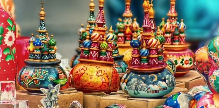 Buy Best Russian Souvenirs in Izmailova Market Moscow. The market will dazzle you with its old and precious collections!   #travel #gifts