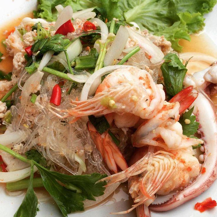 #yamwoonsen #yamunsen #spicyglassnoodlesalad #thaifood #thaicuisine  #streetfood #bangkok  #thailand #asianfood #asia #ヤムウンセン #ピリ辛春雨サラダ #タイ料理 #タイ飯 #屋台飯 #バンコク #タイ #アジア http://w3food.com/ipost/1519662302139586035/?code=BUW7M_xlRXz
