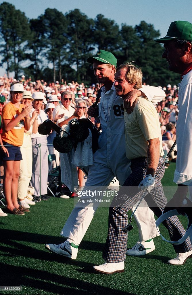 Jack Nicklaus and Jackie Nicklaus walk off 18th green 1986 Masters