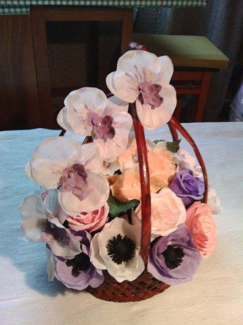 Cos cu flori. Mai multe modele pe facebook:ulianahandmade.