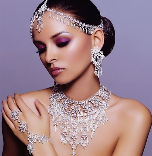 #Indian Jeweled bridal look  Collection dress #2dayslook # Collectionfashiondress  www.2dayslook.com