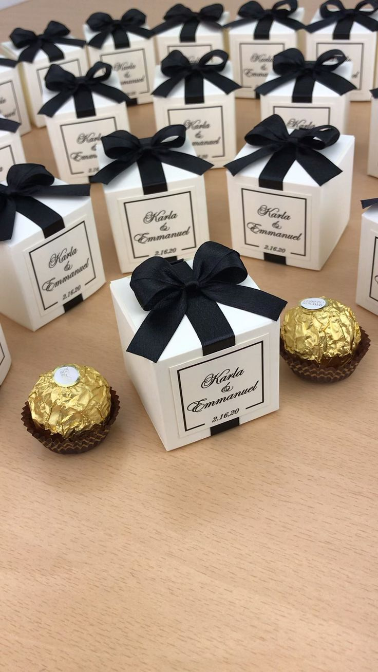 Black Gold Wedding Favor Boxes For Guests Elegant Wedding Bonbonniere Personalized Candy B In 2020 Wedding Favor Boxes Wedding Favor Gift Boxes Gold Wedding Favors