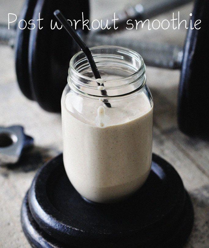Heerlijke post workout smoothie met pindakaas! En lekker dat ie is! Vul je eiwitten na het sporten aan met deze post workout smoothie