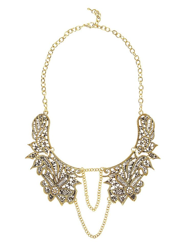 Necklace with flower detail