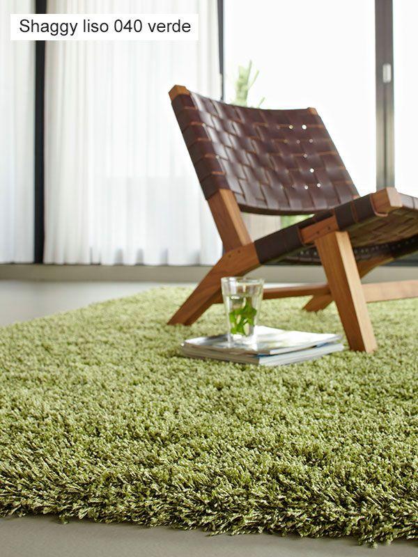 Alfombra Shaggy Liso Universal XXI, calidad de pelo alto y 10 colores en liso hacen de esta alfombra una seria propuesta para decoraciones modernas, alfombra muy mullida y confortable, su fácil mantenimiento es un valor añadido.