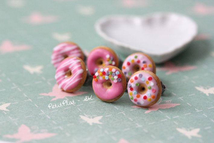 *☆ 1 Paar Rosa Donuts Ohrringe ☆  Bitte ein Paar Donuts wählen.  A - Rosa und Konfetti  B - Dunkelrosa und Konfetti  C - Rosa mit weissen Streifen*...