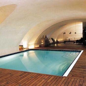 les 25 meilleures id es de la cat gorie piscine int rieure sur pinterest piscines int rieur. Black Bedroom Furniture Sets. Home Design Ideas