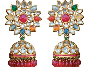 Navratna jewellery represents a true amalgamation of Mughal and Rajput sensibilities, and retains a special place in the hearts of Marwaris. From the 16th to the 21st century, it has come a long way in terms of style and prominence.