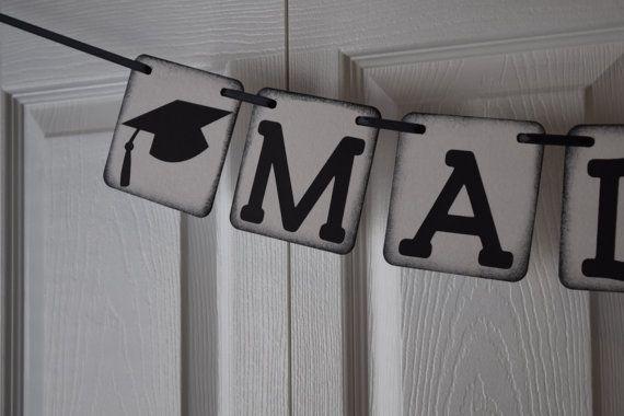 Bannière de l'obtention du diplôme, 2016, Grad Cap bannière, bannière de l'obtention du diplôme de nom, maternelle l'obtention du diplôme, bal des finissants, personnalisé, couleurs personnalisées  Bannière de lobtention du diplôme personnalisé pour la célébration de votre diplômé préféré !  Choisissez le nombre de lettres au nom de la grad dans la zone de liste déroulante, puis tapez le nom dans la section « Notes au vendeur » de votre commande.  Ensuite, choisissez la couleur que vous…
